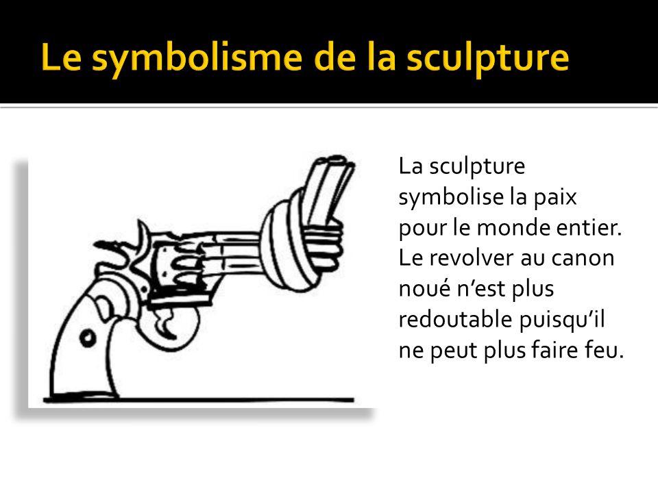 La sculpture symbolise la paix pour le monde entier.