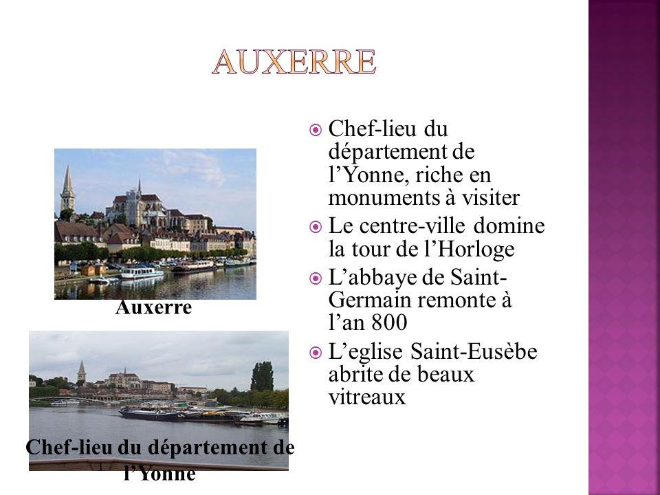 Chef-lieu du département de lYonne, riche en monuments à visiter Le centre-ville domine la tour de lHorloge Labbaye de Saint- Germain remonte à lan 80