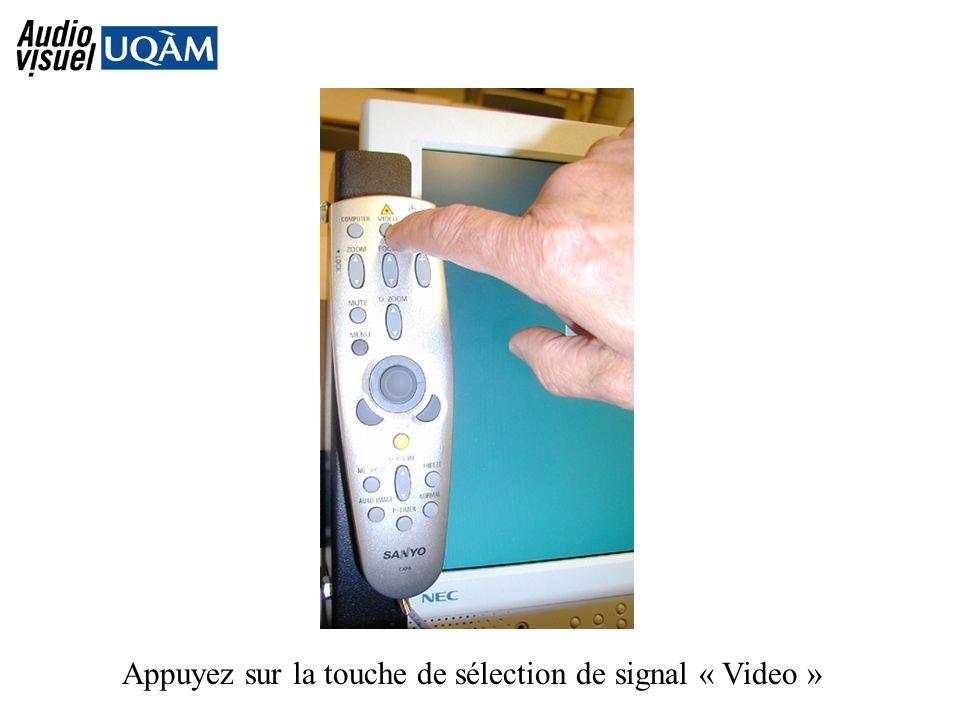 Appuyez sur la touche de sélection de signal « Video »