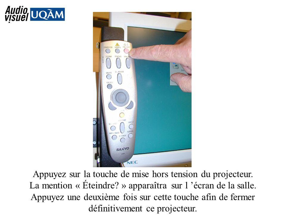 Appuyez sur la touche de mise hors tension du projecteur.