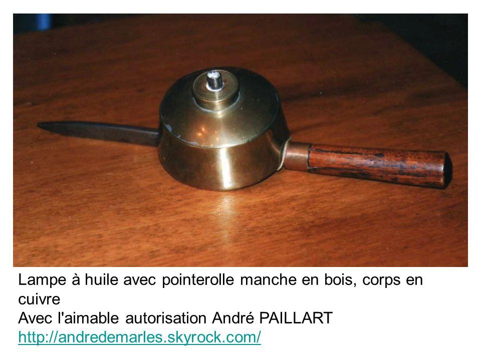 Lampe à huile avec pointerolle manche en bois, corps en cuivre Avec l'aimable autorisation André PAILLART http://andredemarles.skyrock.com/ http://and