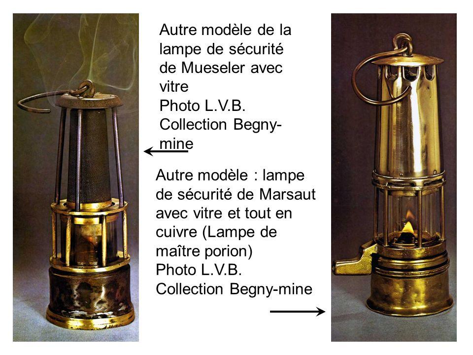 Autre modèle de la lampe de sécurité de Mueseler avec vitre Photo L.V.B. Collection Begny- mine Autre modèle : lampe de sécurité de Marsaut avec vitre