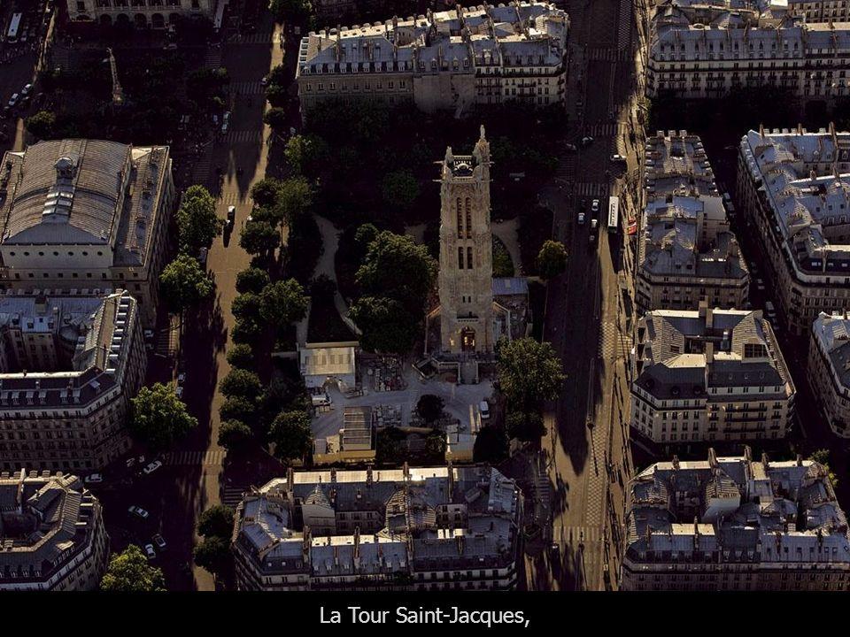 La Seine, les Iles de la Cité et Saint-Louis et le Louvre Paris