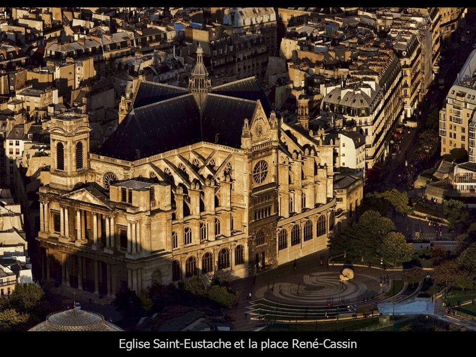 Eglise Saint-Eustache et la place René-Cassin