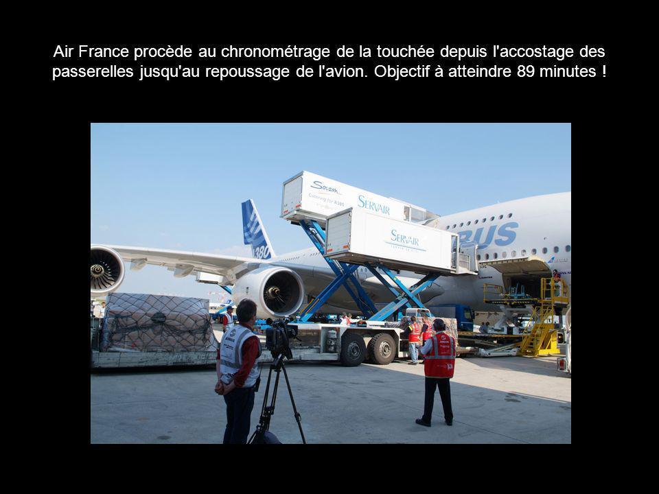 Air France procède au chronométrage de la touchée depuis l'accostage des passerelles jusqu'au repoussage de l'avion. Objectif à atteindre 89 minutes !