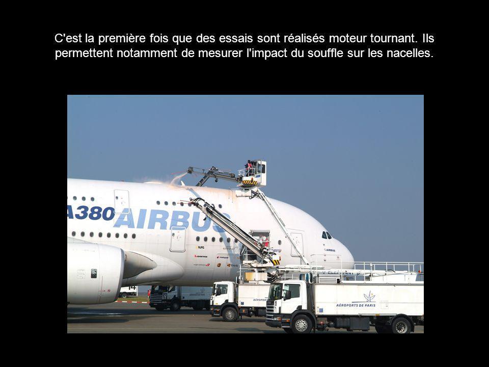 C'est la première fois que des essais sont réalisés moteur tournant. Ils permettent notamment de mesurer l'impact du souffle sur les nacelles.