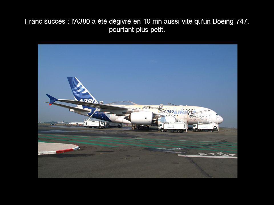 Franc succès : l'A380 a été dégivré en 10 mn aussi vite qu'un Boeing 747, pourtant plus petit.