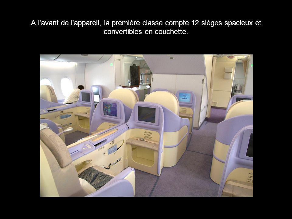A l'avant de l'appareil, la première classe compte 12 sièges spacieux et convertibles en couchette.