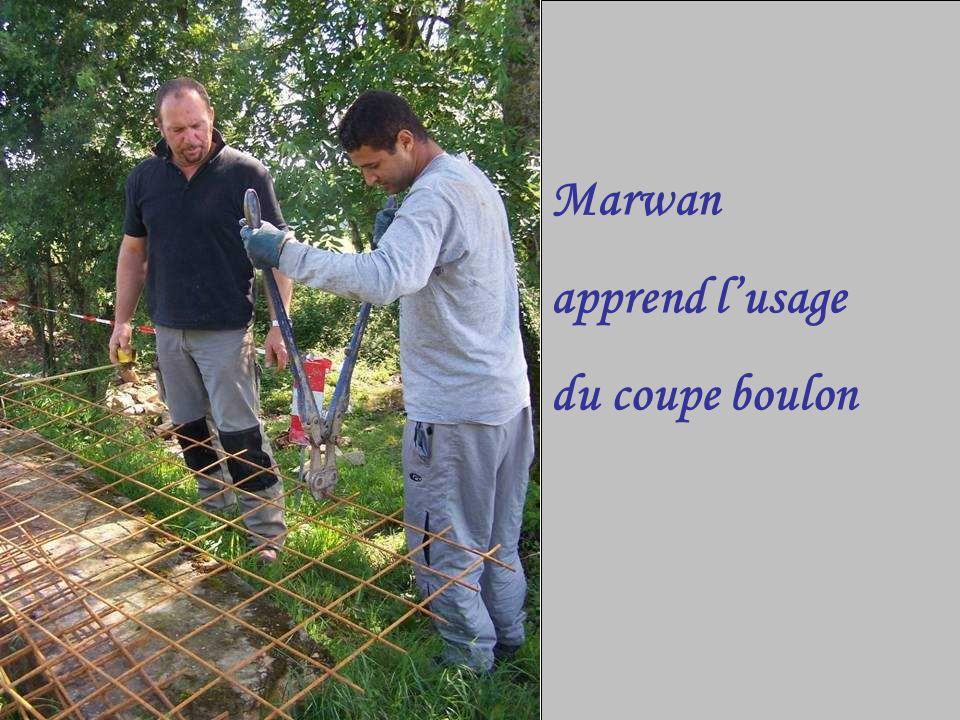 Marwan apprend lusage du coupe boulon