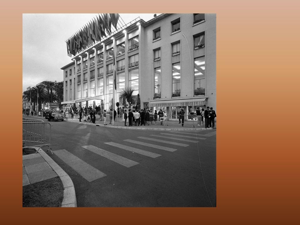 en 1946, avec la reprise et la concrétisation du premier Festival de Cannes, le projet de construction réapparaît.