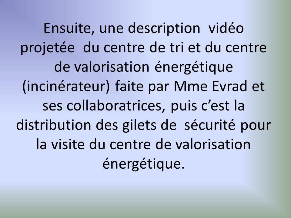 Ensuite, une description vidéo projetée du centre de tri et du centre de valorisation énergétique (incinérateur) faite par Mme Evrad et ses collaboratrices, puis cest la distribution des gilets de sécurité pour la visite du centre de valorisation énergétique.