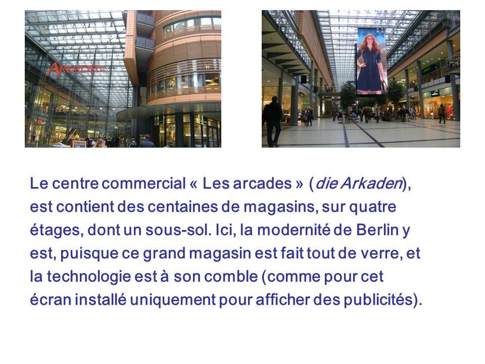 Le centre commercial « Les arcades » (die Arkaden), est contient des centaines de magasins, sur quatre étages, dont un sous-sol. Ici, la modernité de