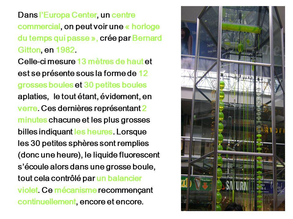 Dans lEuropa Center, un centre commercial, on peut voir une « horloge du temps qui passe », crée par Bernard Gitton, en 1982.