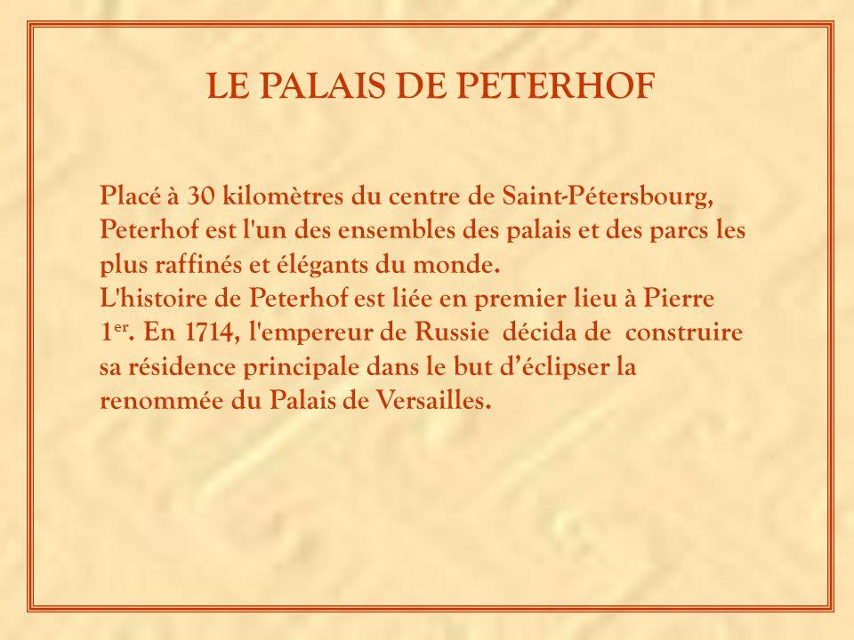 Placé à 30 kilomètres du centre de Saint-Pétersbourg, Peterhof est l un des ensembles des palais et des parcs les plus raffinés et élégants du monde.