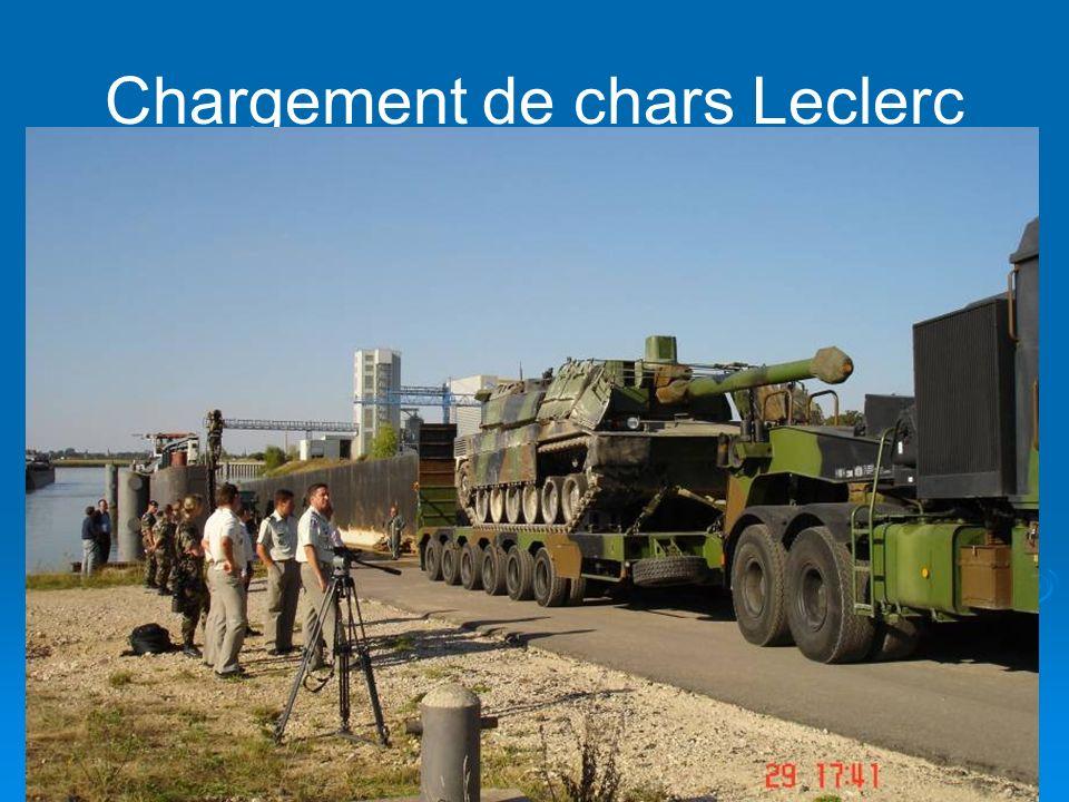 29 Chargement de chars Leclerc