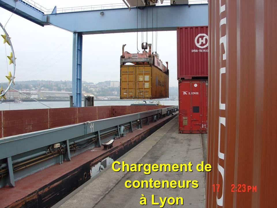 dsc0036934 Chargement de conteneurs à Lyon