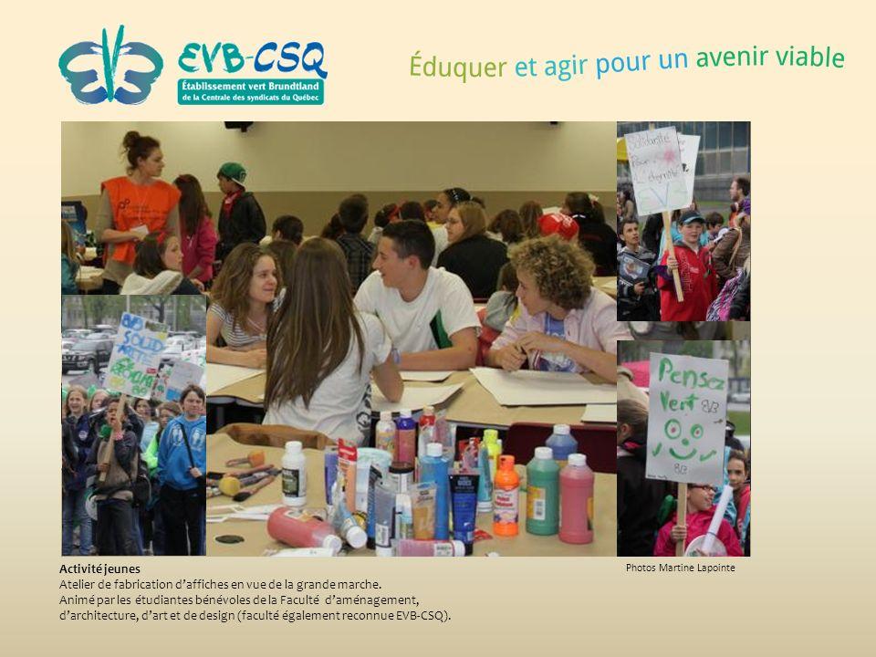 Photos Martine Lapointe Activité jeunes Atelier de fabrication daffiches en vue de la grande marche. Animé par les étudiantes bénévoles de la Faculté