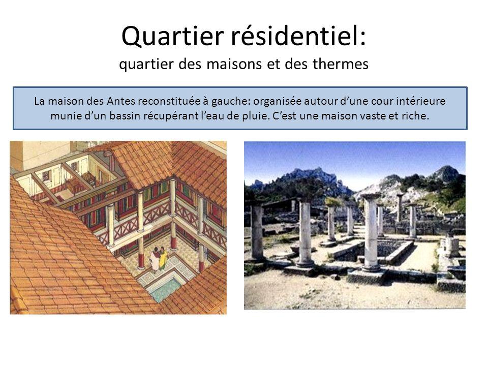 Quartier résidentiel: quartier des maisons et des thermes La maison des Antes reconstituée à gauche: organisée autour dune cour intérieure munie dun b