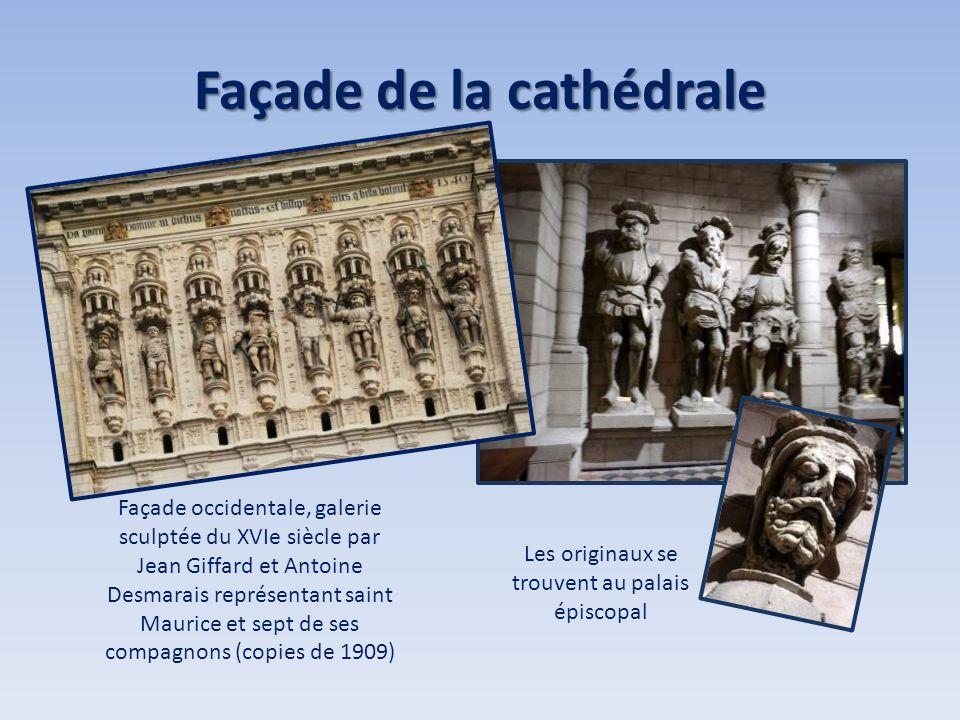 Façade de la cathédrale Façade occidentale, galerie sculptée du XVIe siècle par Jean Giffard et Antoine Desmarais représentant saint Maurice et sept d