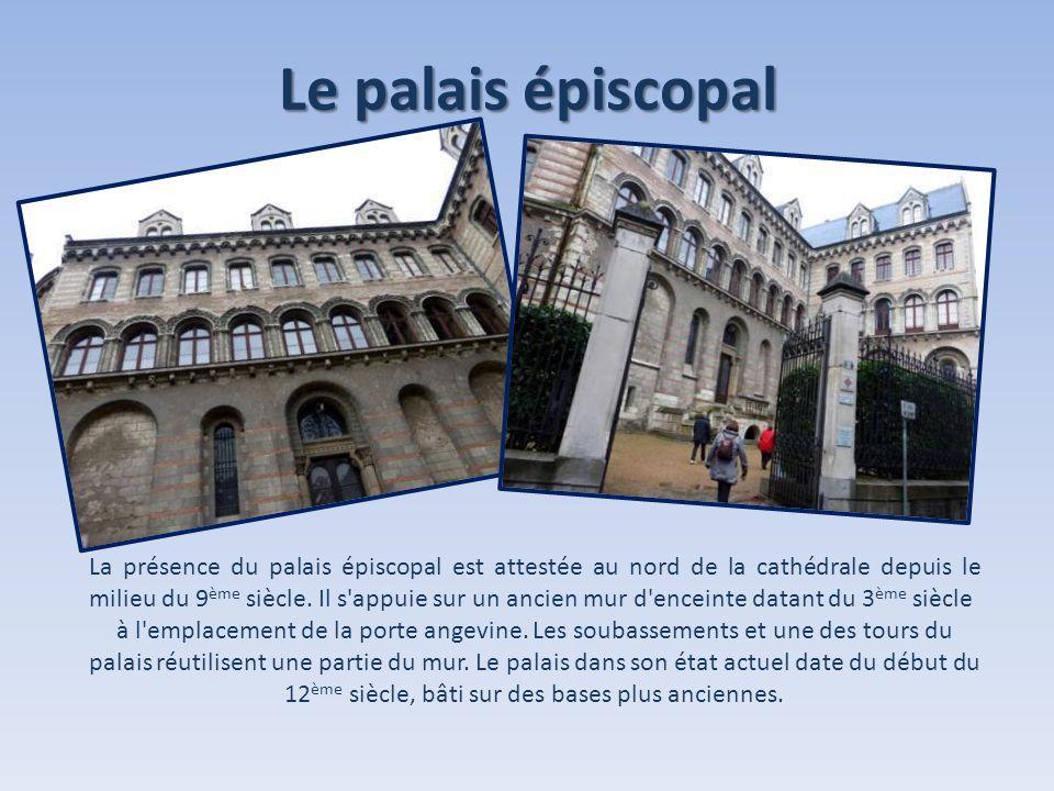 Le palais épiscopal La présence du palais épiscopal est attestée au nord de la cathédrale depuis le milieu du 9 ème siècle. Il s'appuie sur un ancien