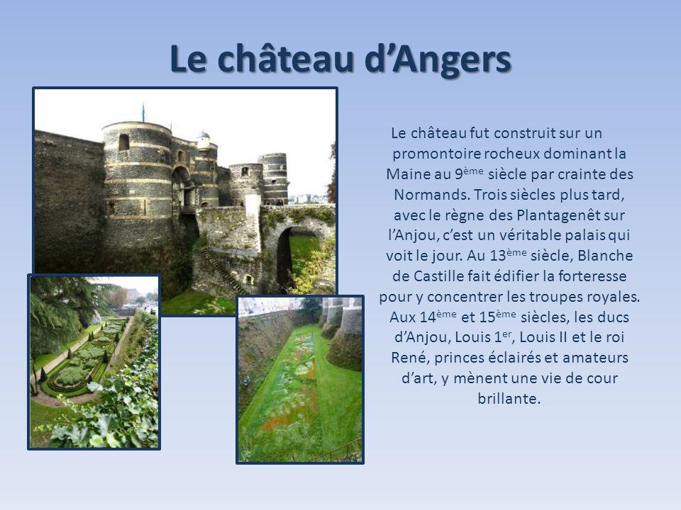 Le château dAngers Le château fut construit sur un promontoire rocheux dominant la Maine au 9 ème siècle par crainte des Normands. Trois siècles plus