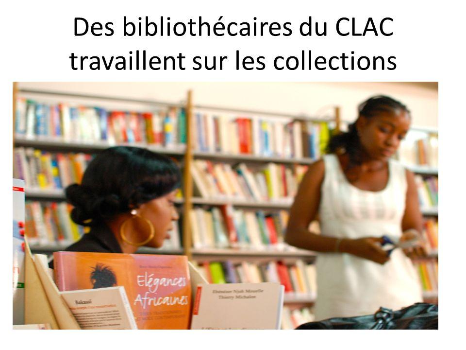 Des bibliothécaires du CLAC travaillent sur les collections