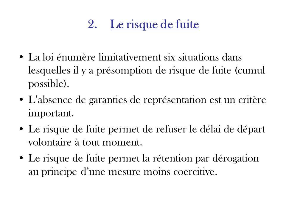 2. Le risque de fuite La loi énumère limitativement six situations dans lesquelles il y a présomption de risque de fuite (cumul possible). Labsence de