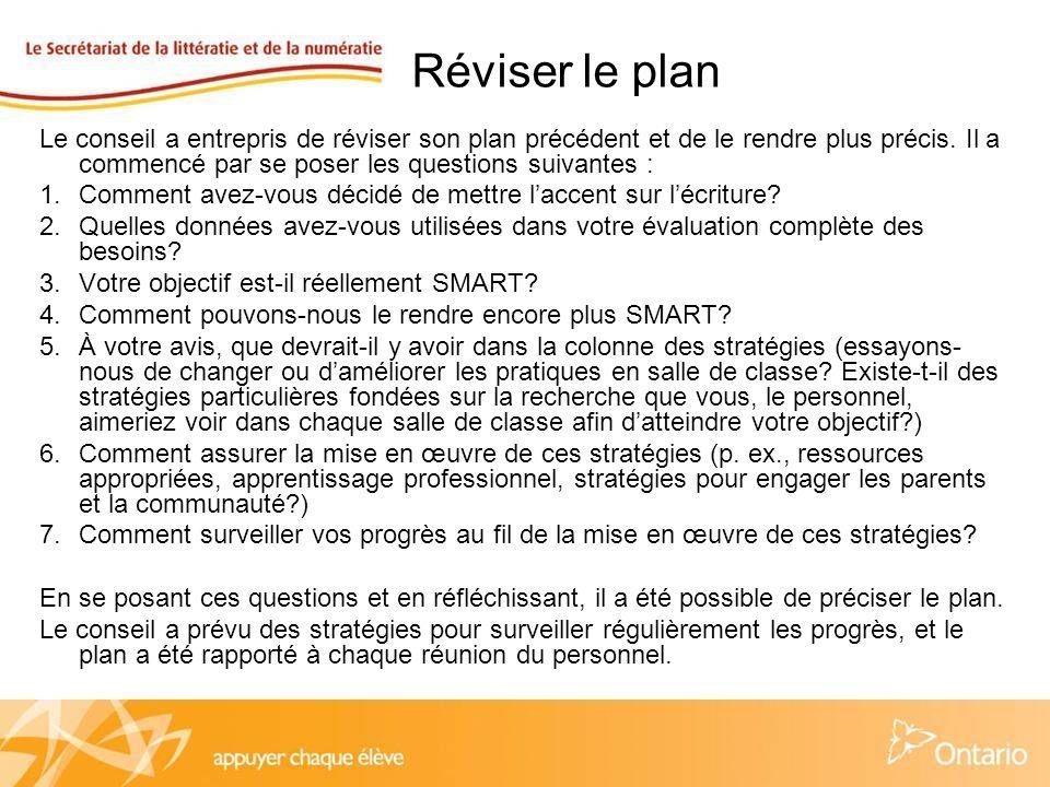 Réviser le plan Le conseil a entrepris de réviser son plan précédent et de le rendre plus précis.