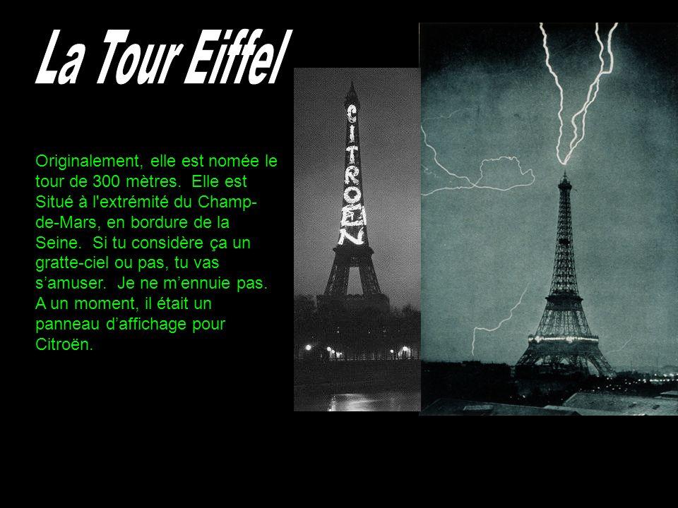 Originalement, elle est nomée le tour de 300 mètres. Elle est Situé à l'extrémité du Champ- de-Mars, en bordure de la Seine. Si tu considère ça un gra