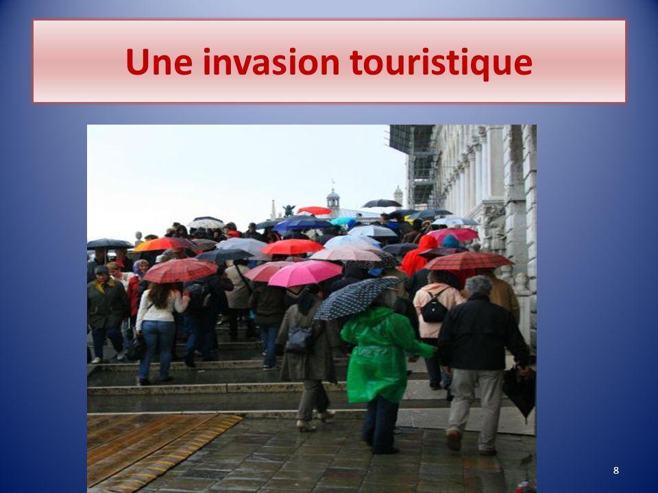 Une invasion touristique 8