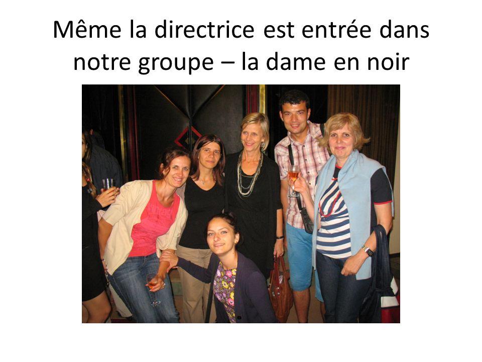 Même la directrice est entrée dans notre groupe – la dame en noir