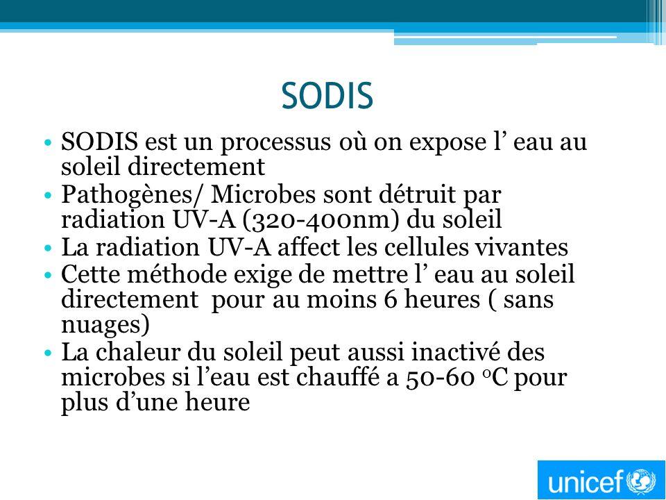 SODIS SODIS est un processus où on expose l eau au soleil directement Pathogènes/ Microbes sont détruit par radiation UV-A (320-400nm) du soleil La ra