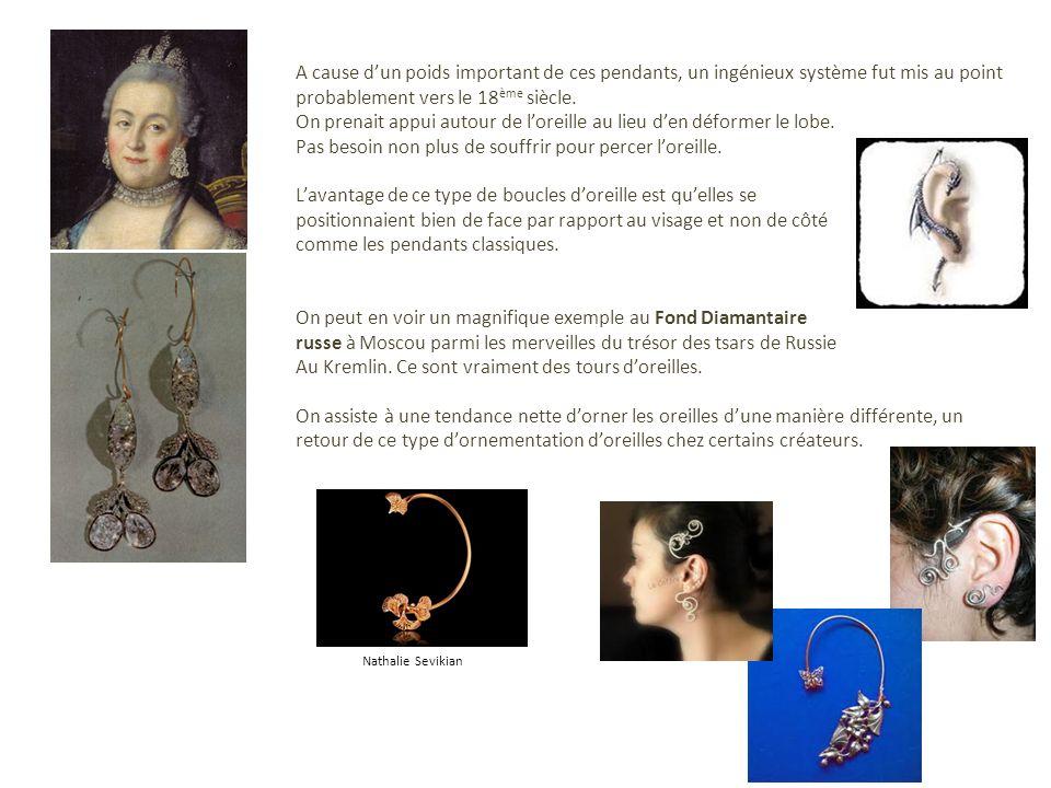 A cause dun poids important de ces pendants, un ingénieux système fut mis au point probablement vers le 18 ème siècle. On prenait appui autour de lore