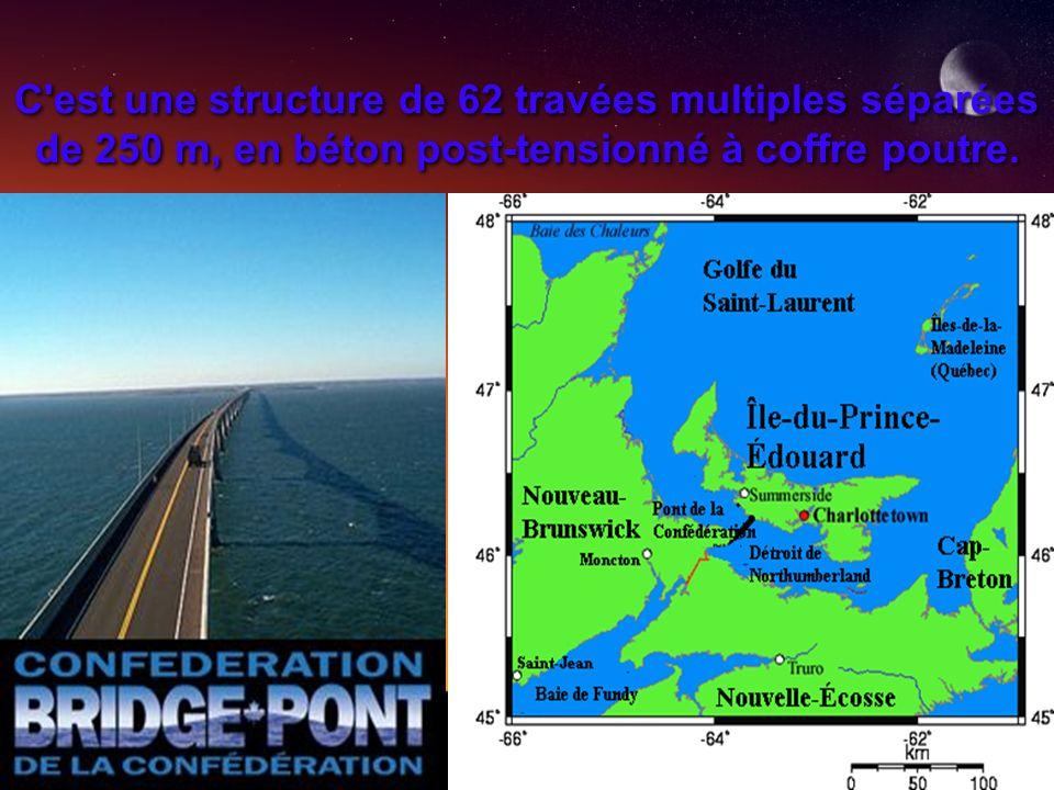 La plus grande partie du pont courbe est à 40 mètres au- dessus de l eau, mais il contient une section à 60 mètres de hauteur pour permettre le passage des bateaux.