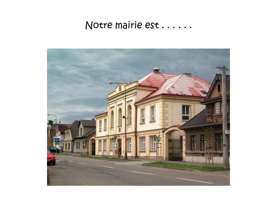 Notre mairie est......