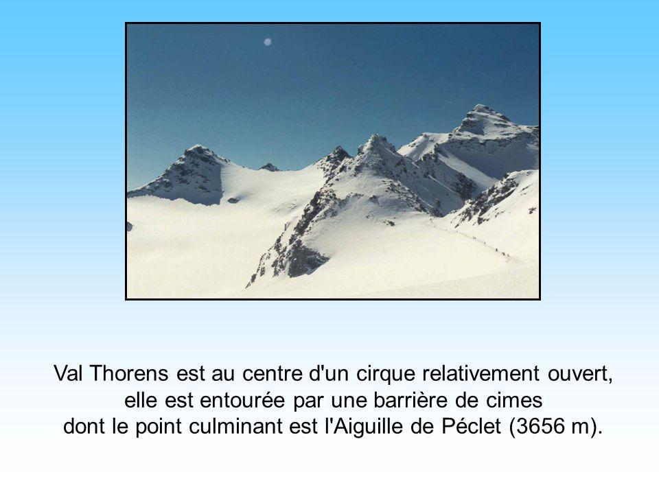 Cest la plus haute station de ski d'Europe. Du fait de l'altitude (2350 m), la station bénéficie d'un enneigement parfait d'octobre à mai. Le Village