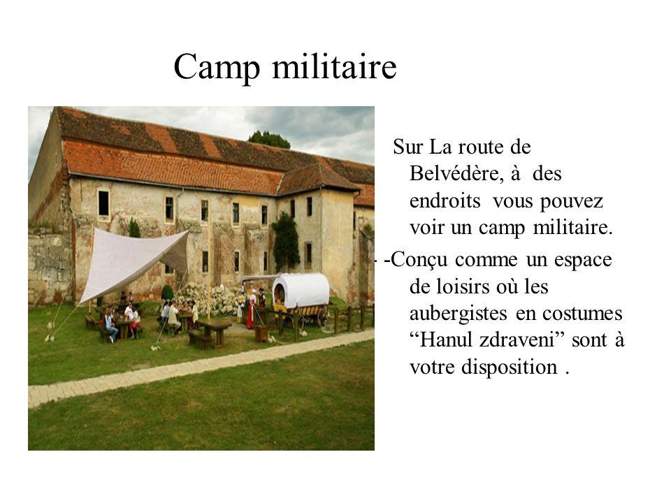 Camp militaire Sur La route de Belvédère, à des endroits vous pouvez voir un camp militaire.