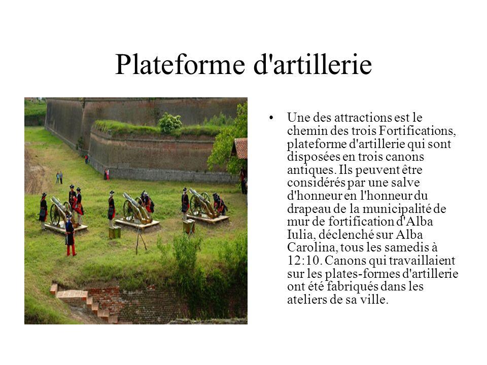 Plateforme d artillerie Une des attractions est le chemin des trois Fortifications, plateforme d artillerie qui sont disposées en trois canons antiques.