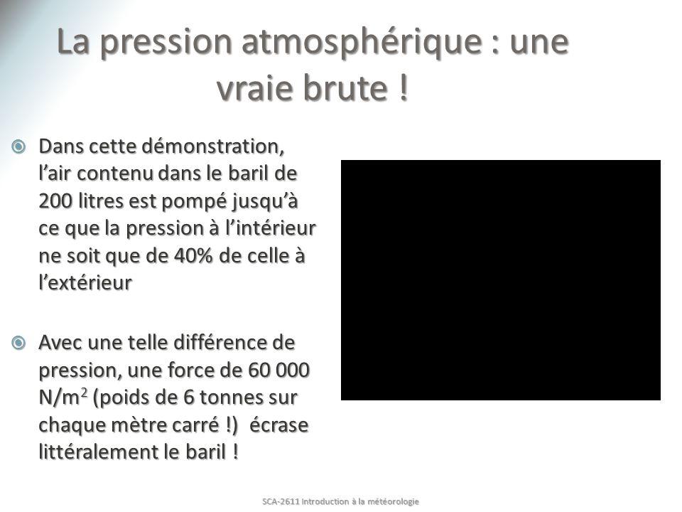 La pression atmosphérique : une vraie brute ! Dans cette démonstration, lair contenu dans le baril de 200 litres est pompé jusquà ce que la pression à