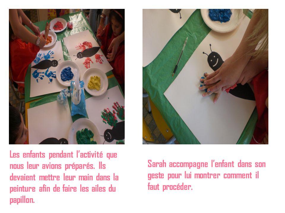Les enfants pendant lactivité que nous leur avions préparés. Ils devaient mettre leur main dans la peinture afin de faire les ailes du papillon. Sarah