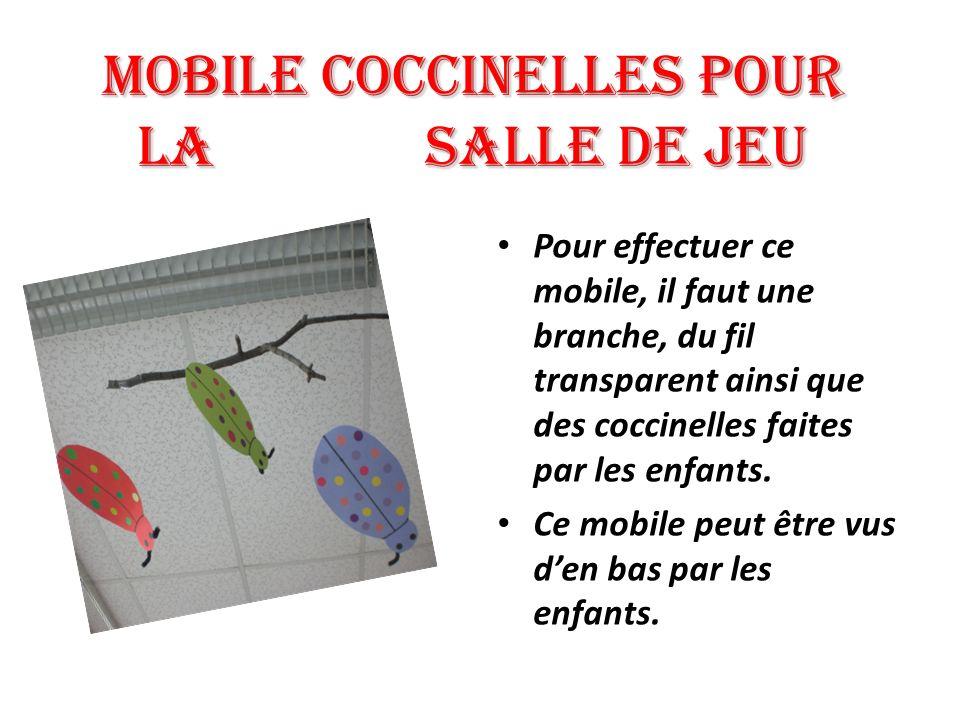 Mobile COCCINELLES pour la salle de jeu Pour effectuer ce mobile, il faut une branche, du fil transparent ainsi que des coccinelles faites par les enf