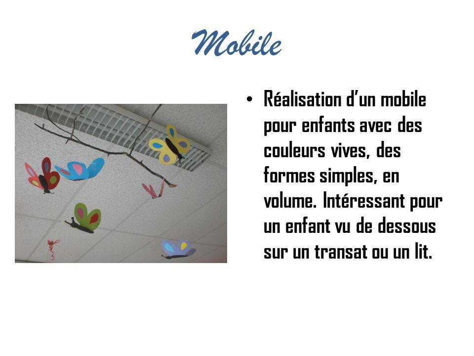 Mobile Réalisation dun mobile pour enfants avec des couleurs vives, des formes simples, en volume. Intéressant pour un enfant vu de dessous sur un tra
