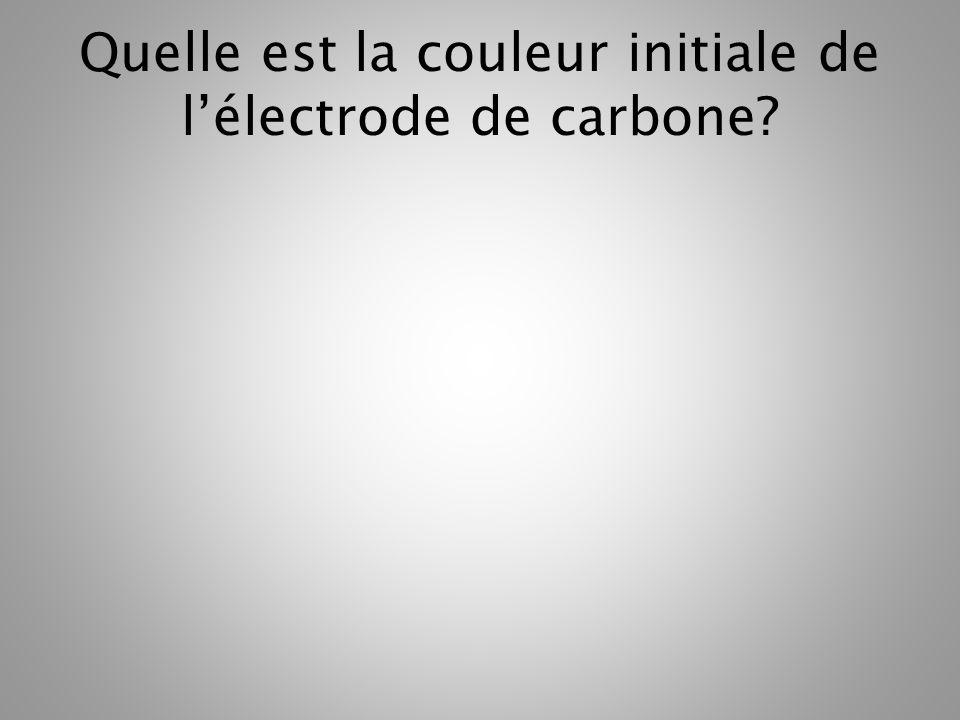 Quelle est la couleur initiale de lélectrode de carbone?