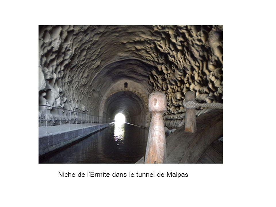 Niche de lErmite dans le tunnel de Malpas