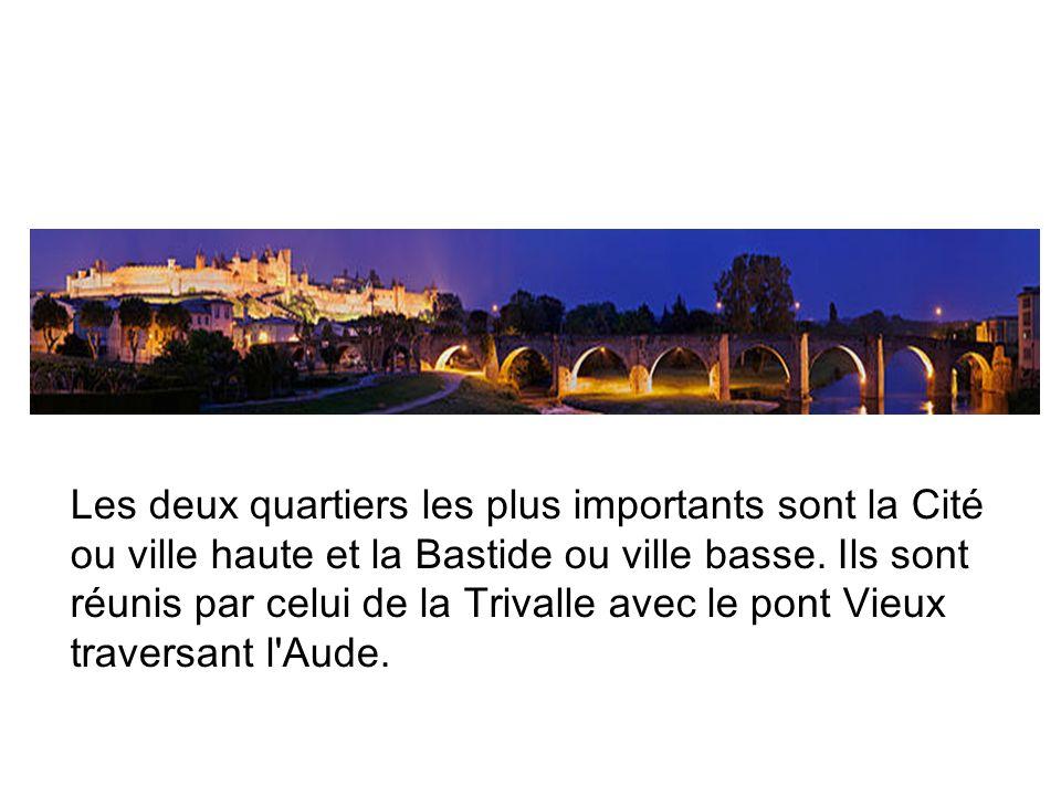 Les deux quartiers les plus importants sont la Cité ou ville haute et la Bastide ou ville basse.