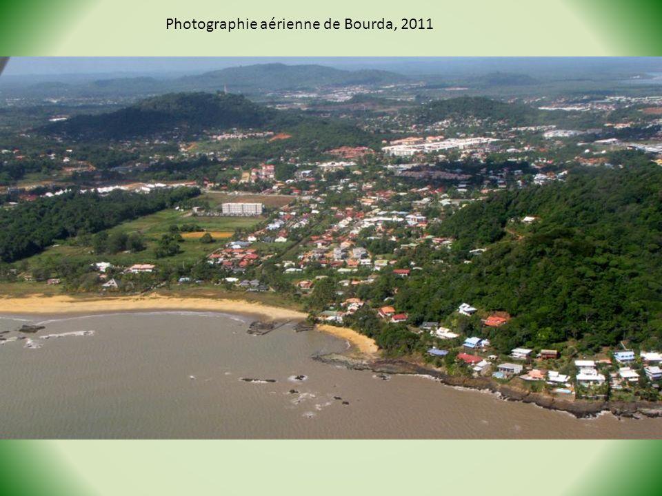 2 - Les collines centrales, où se trouvent les points culminants de la Guyane (montagne Bellevue de lInini, 851 m ; Itoupé, 830m).