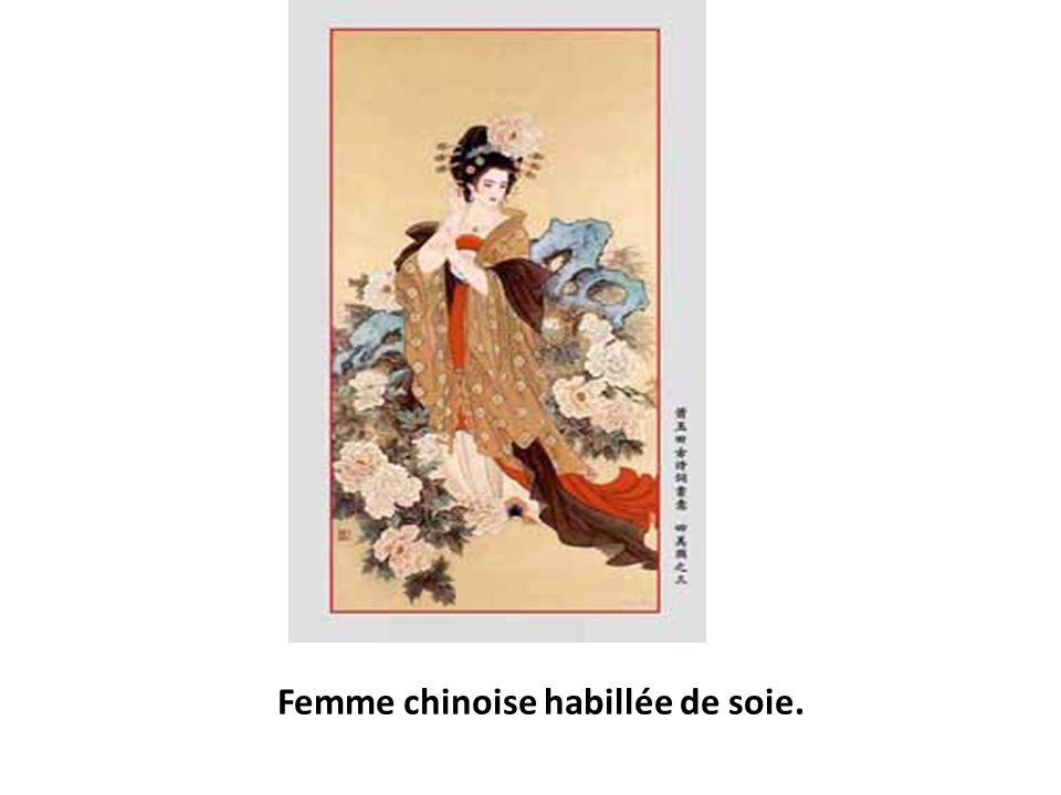 Femme chinoise habillée de soie.