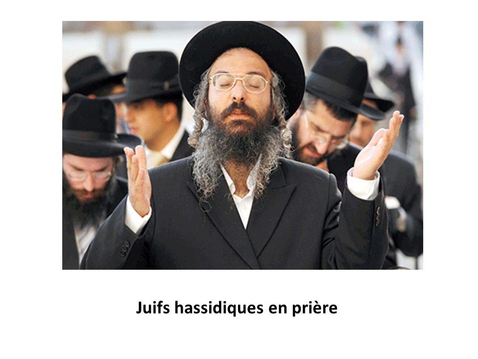 Juifs hassidiques en prière