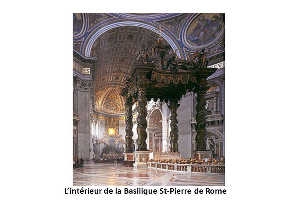 Lintérieur de la Basilique St-Pierre de Rome