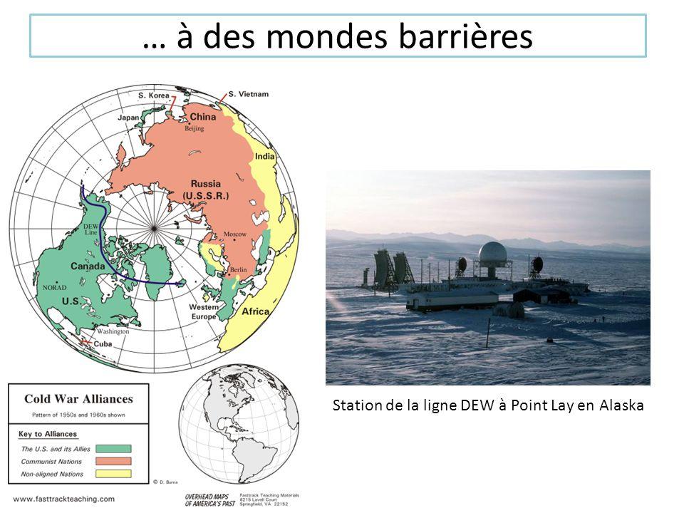 … à des mondes barrières Station de la ligne DEW à Point Lay en Alaska